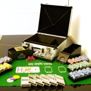 Sada pokerových žetonů v kufru